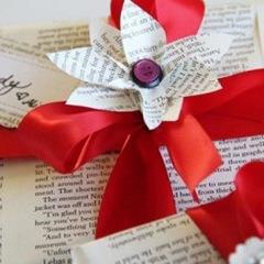 BITW Holiday Bookish Decoration
